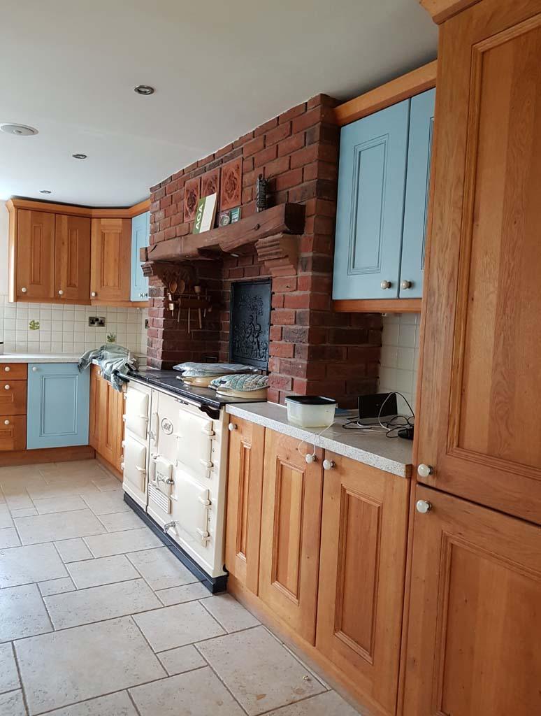 BEFORE: Paint Kitchen Units